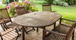 Gartenmöbel richtig reinigen und pflegen - Tipps und Tricks