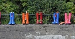 Trockene und sichere Füße bei der Gartenarbeit: Gummistiefel, Sicherheitsschuhe oder beides?