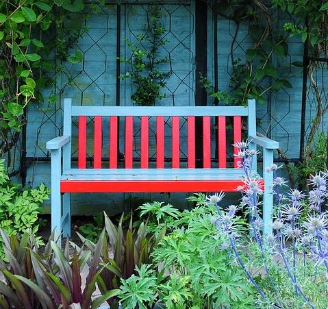 Was Sie beim Kauf einer Gartenbank beachten sollten