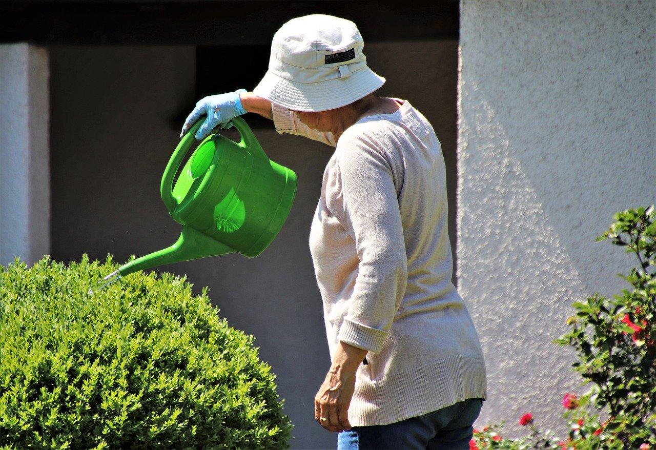 Gartenarbeit im Alter: mit diesen Tipps können Sie den Garten im Alter genießen