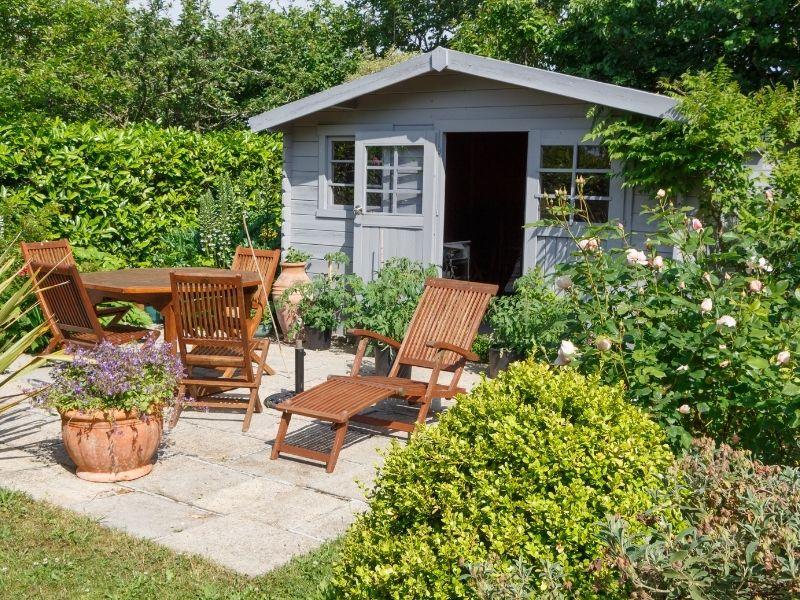 Gartenhäuser vom Fundament bis zum Dach selbst bauen